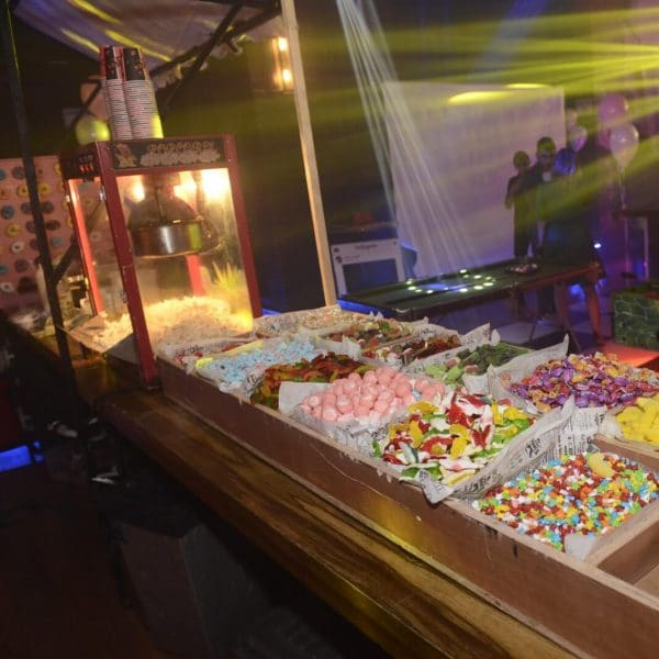 תמונה של ממתקים מסוכרים במועדון לבת מצווה