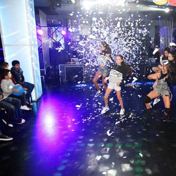 ריקוד בת מצווה במועדון לבת מצווה ניו יורק