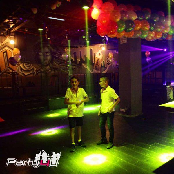 רחבת הריקודים עם 2 ילדים במועדונים לבת מצווה