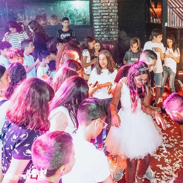 רחבת הריקודים במועדון לבת מצווה בתל אביב קויה